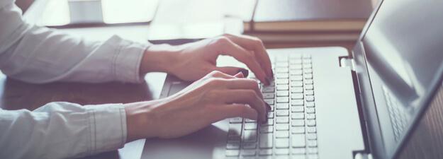 Inscription activités en ligne, sport Woman working in home office hand on keyboard close up.