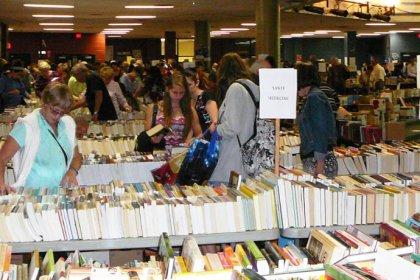 Grande vente de livres à l'école secondaire de la Ruche, Ville de Magog