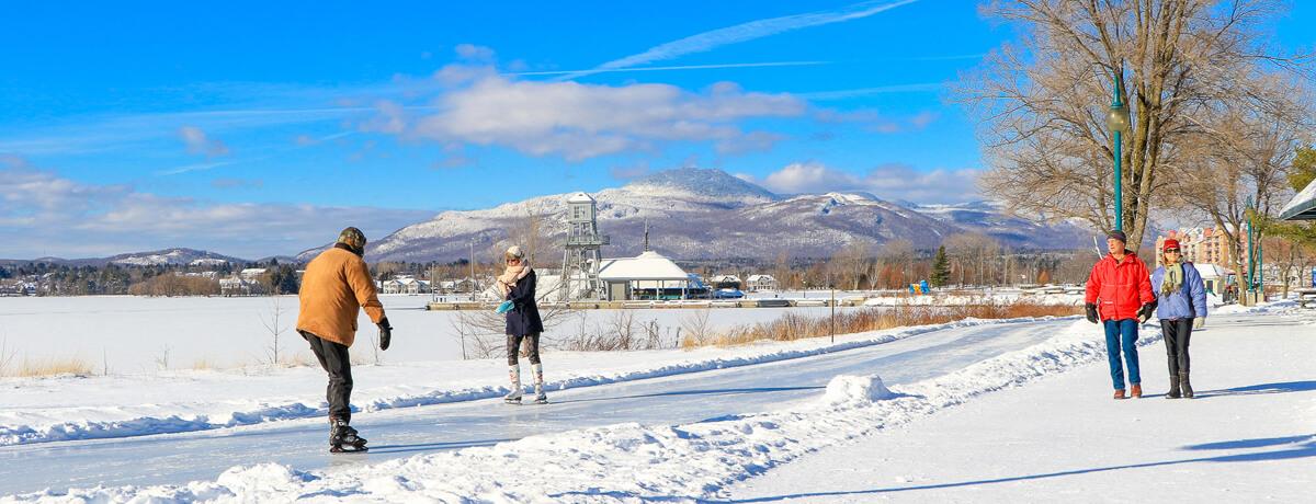 Sentier glacé, lac Memphrémagog, patinoire, activité hivernale, familiale, amis, couple, soir, neige,